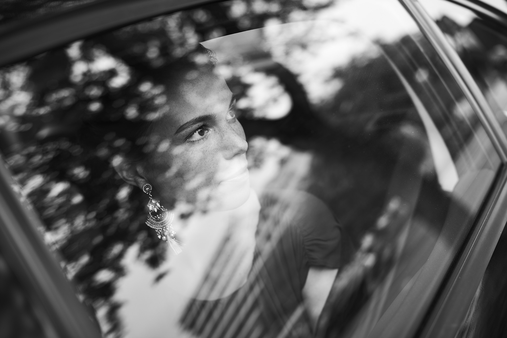 photographie de ceremonie mariage le regard en noir et blanc